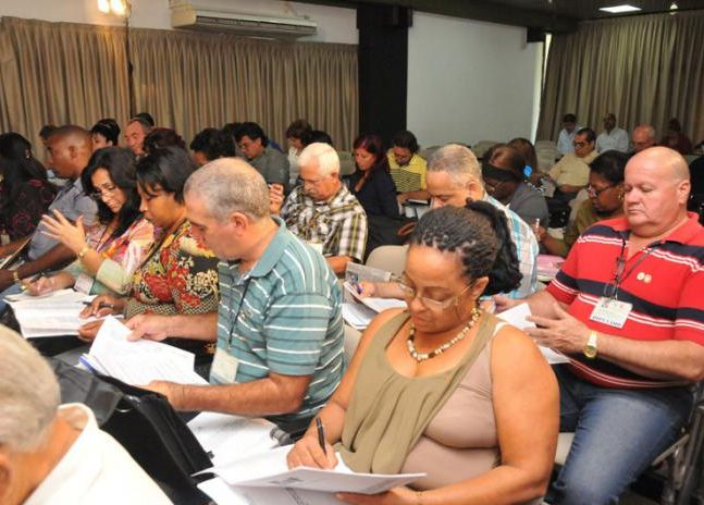 Cuban deputies agree to propose law to protect national production