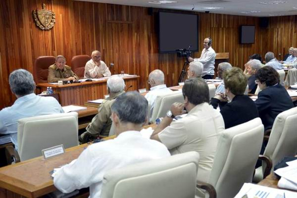 Raul Castro Chairs Meeting of the Cuban Council of Ministers