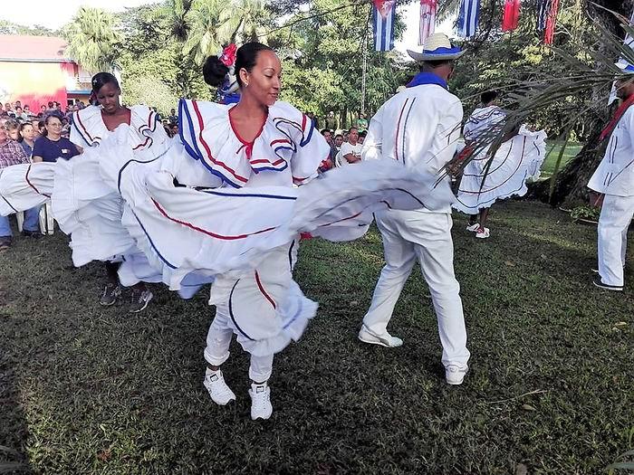 Momento cultural en Birán