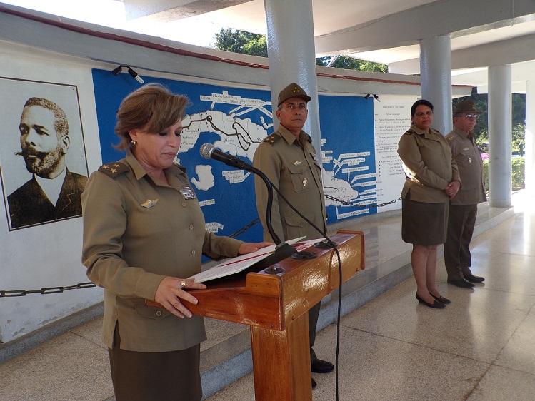 Entregan Medalla conmemorativa 60 Aniversario de la FAR