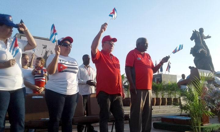 Preside Esteban Lazo desfile del Primero de Mayo en Santiago de Cuba. Foto: Sergio Martínez