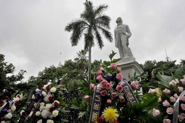 Envía Raúl ofrenda floral para homenajear a Céspedes