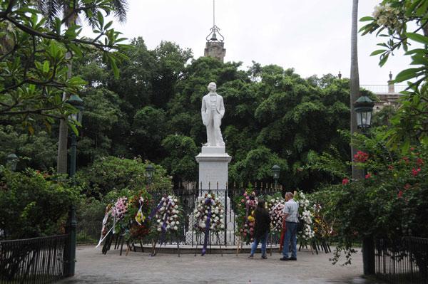 Raúl envió ofrenda floral para homenajear a Céspedes