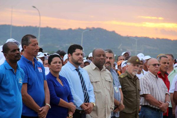 Presidió Ramiro Valdés reconocimiento a constructores