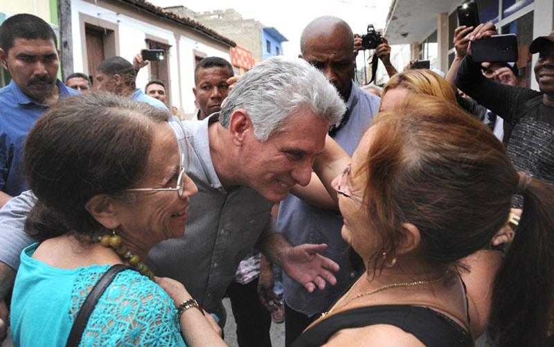 Califica Díaz-Canel como alentador avance de Educación en Holguín
