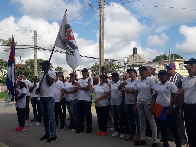 Abanderan delegación pinera al IX Congreso de los CDR