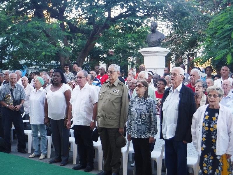 Homenaje de Raúl y Díaz-Canel a los mártires del 30 de noviembre