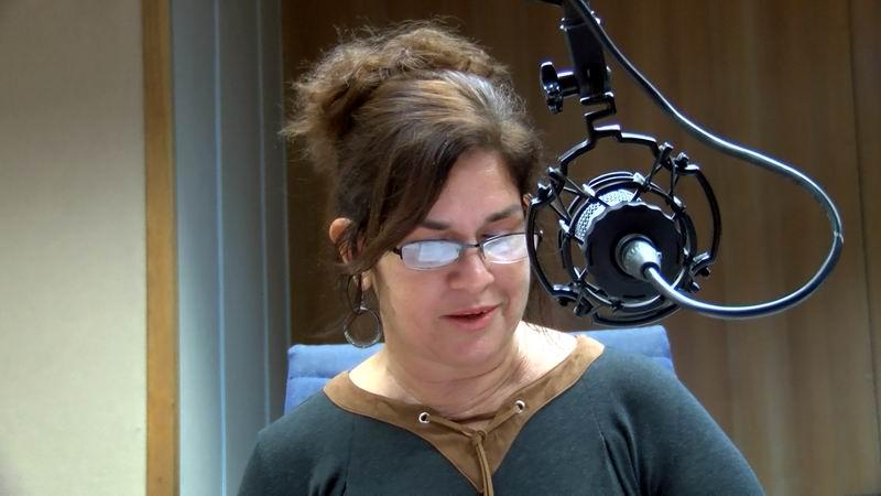 Periodista Angélica Paredes durante la entrevista a los invitados de Haciendo Radio. Foto: Alejandro Rojas