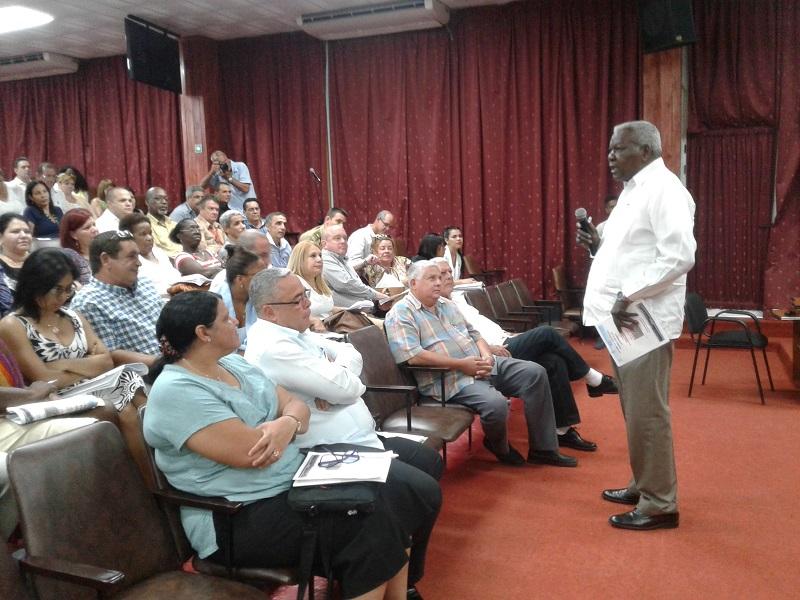Evalúan en La Habana funcionamiento del Consejo de la Administración