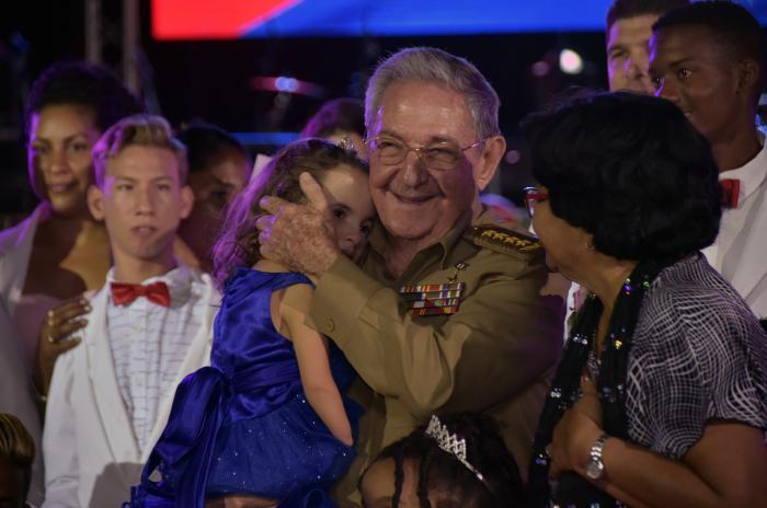 Asiste Raúl a fiesta por la vida en la Escuela Solidaridad con Panamá