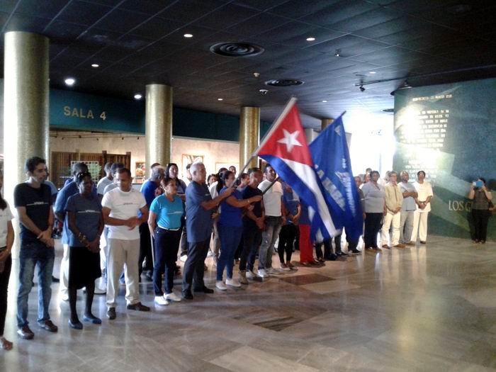 Abanderada delegación Habanera al IX Congreso de los CDR.