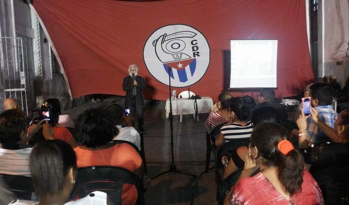 Cuba: Las elecciones a debate en el barrio. Foto: Carlos Serpa