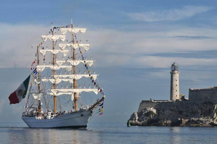 Buque de la Armada mexicana en el puerto de La Habana