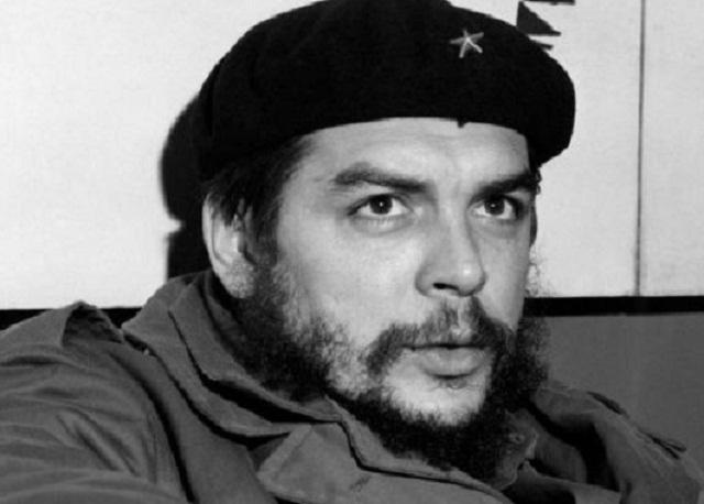 El Che y los invitados a los festejos por el aniversario de la Revolución