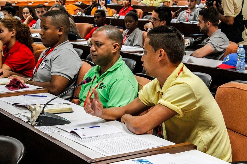 Jóvenes cubanos constituyen el porvenir de la nación