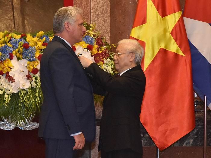 Condecorado con la Orden de Ho Chi Minh