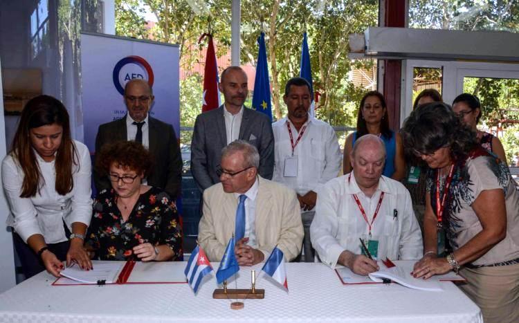 Firman Cuba y Francia convenio para mejorar la sanidad en la Isla