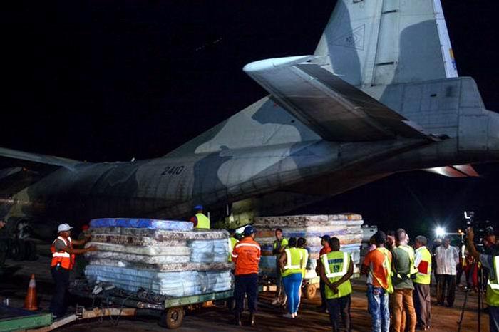 Llegó a Cuba avión con ayuda solidaria procedente de Venezuela. Foto: Abel Padrón