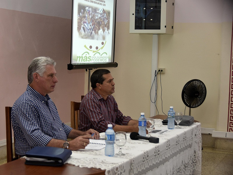 Califica Díaz-Canel como alentador avance de la Educación en Holguín