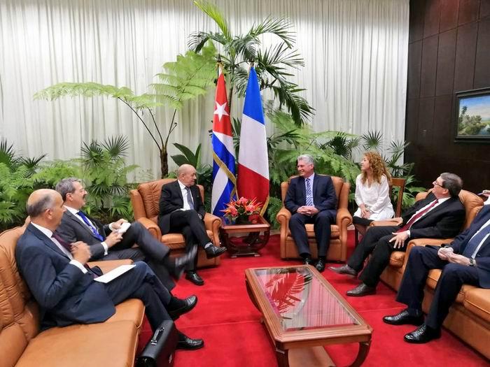 Le Drian llegó a Cuba en la tarde del sábado, y horas después fue recibido por el Presidente de los Consejos de Estado y de Ministros, Miguel Díaz-Canel