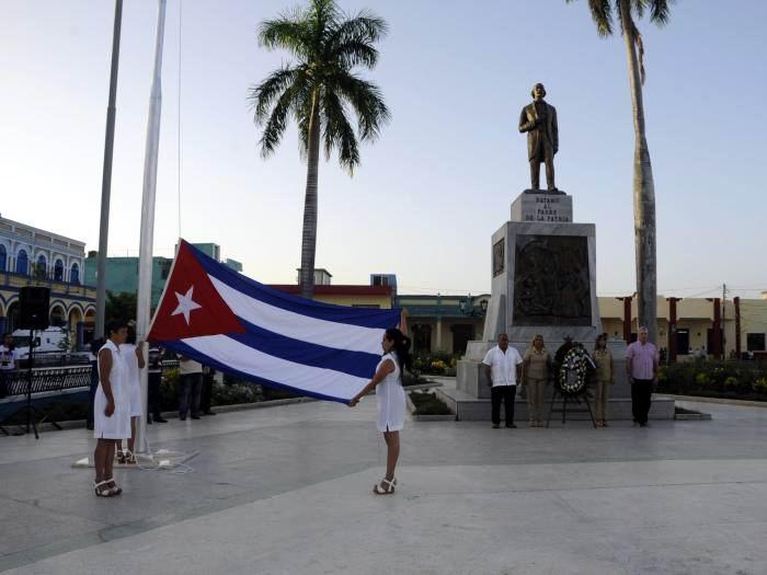 Tras la Ceremonia de la Bandera, se reconoció a la Banda de Música de Bayamo por los 150 años de su fundación. Foto: Estudios Revolución