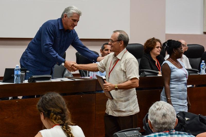 """Díaz-Canel: """"La informatización de la sociedad es una prioridad"""""""