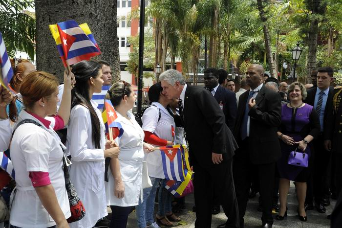 El presidente Miguel Díaz-Canel Bermúdez intercambió con alrededor de 900 colaboradores de las distintas misiones