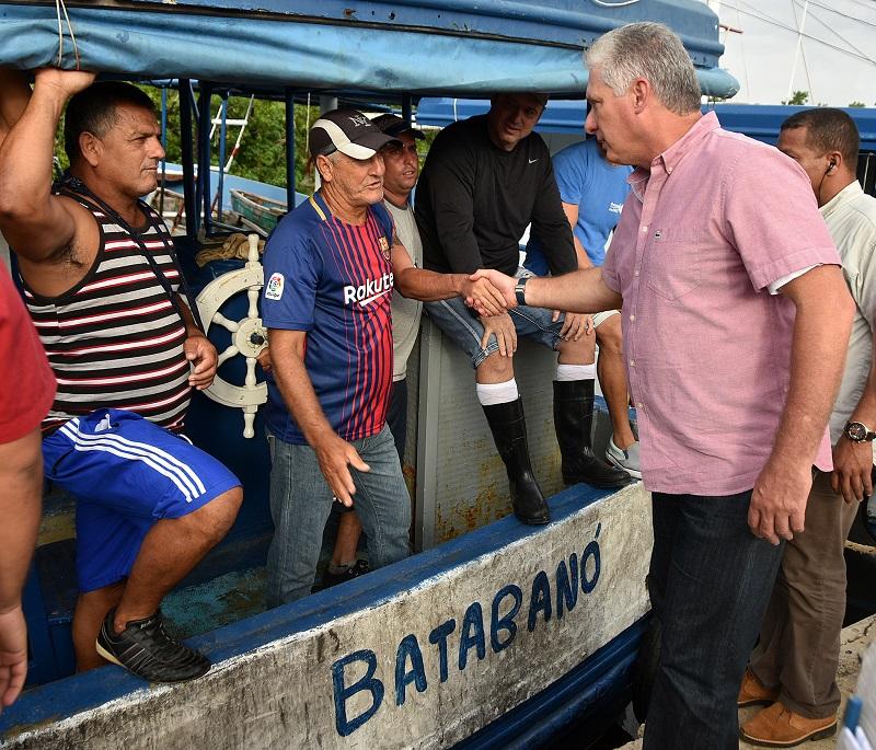 Presidente cubano recorre zonas afectadas por Michael en Mayabeque