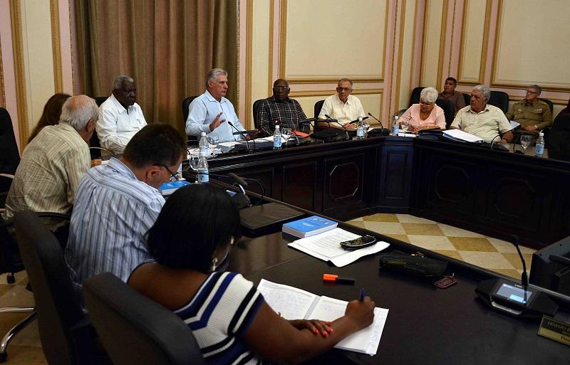 Díaz-Canel asiste a reunión de presidentes de gobiernos provinciales
