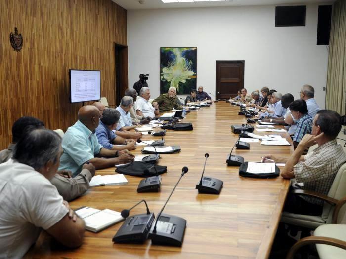 Examinó Presidente cubano programas económicos priorizados en el país. Foto: Estudios Revolución