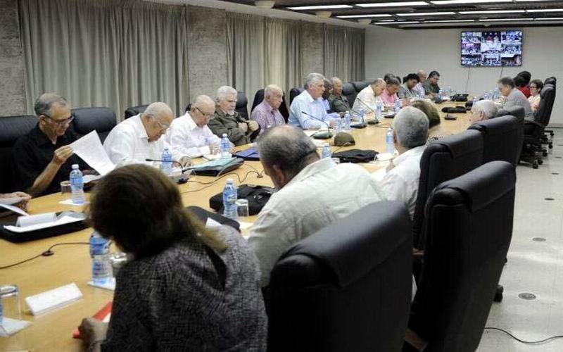 Díaz-Canel insistió en que el país se debe mantener alerta ante los pronósticos de intensas lluvias para los próximos días. Foto: Estudios Revolución