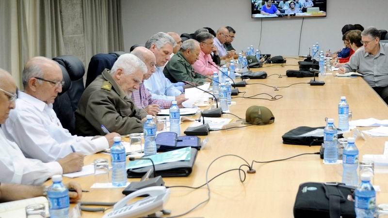 En la reunión con las autoridades de las provincias afectadas por las intensas lluvias participaron varios ministros del país. Foto: Estudios Revolución