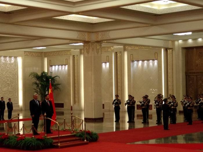 Miguel Diaz-Canel Bermúdez, sostuvo conversaciones oficiales con el Presidente de la República Popular China, Xi Jinping.