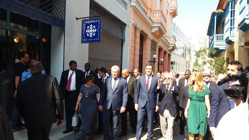 Recorren Díaz-Canel y Pedro Sánchez La Habana Vieja