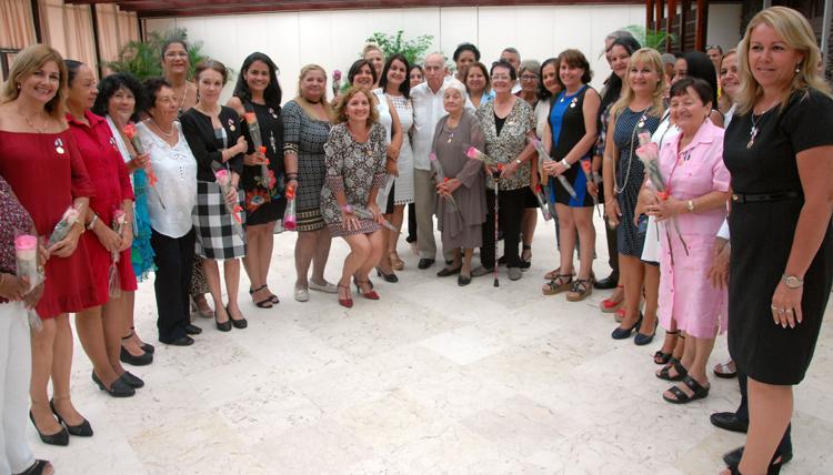 Entregan a destacadas mujeres cubanas Distinción 23 de Agosto