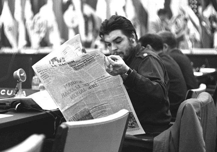 Ernesto Guevara visita la refinería Ñico López