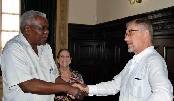 Esteban Lazo Meets with Russian Ambassador in Cuba