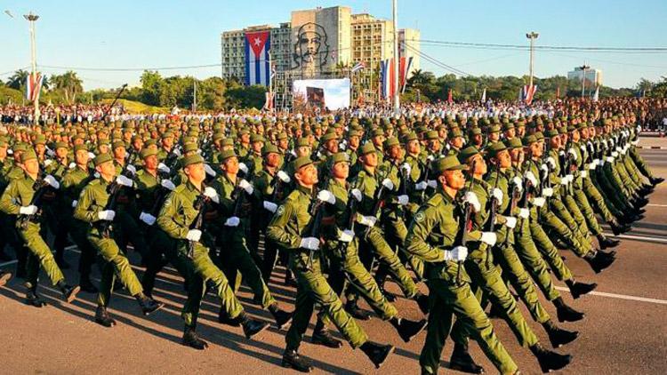 Congratulan los trabajadores a las Fuerzas Armadas Revolucionarias