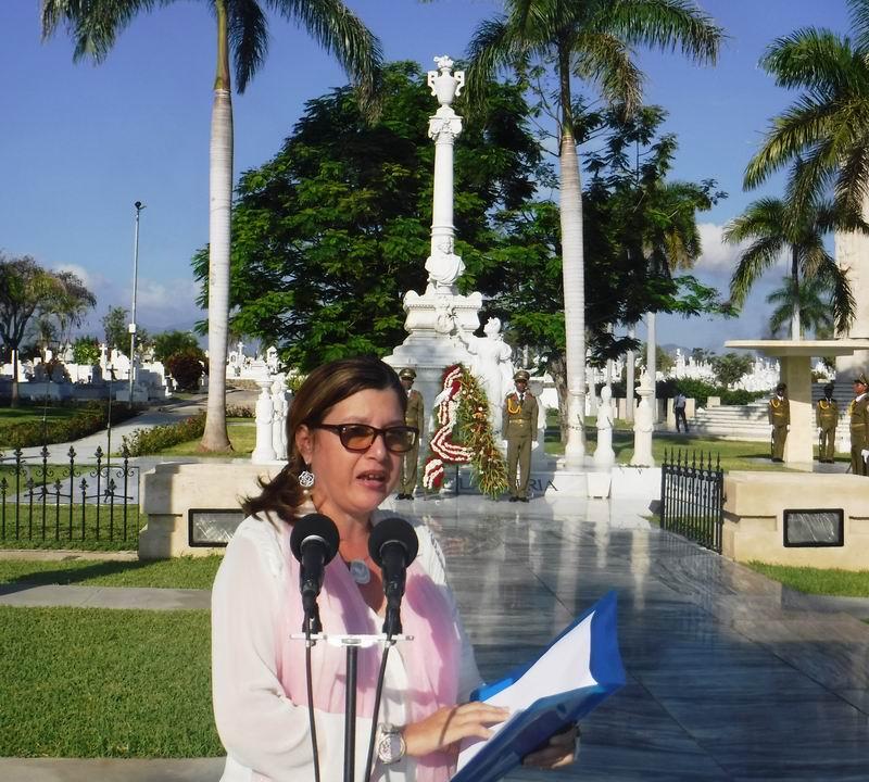 La Presidenta de la Unión de Historiadores en Santiago de Cuba, Aida Morales, pronunció las palabras de homenaje a Carlos Manuel de Céspedes.