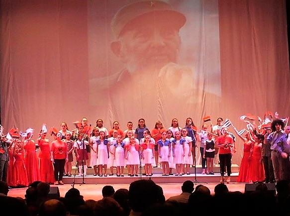 Gala homenaje a Fidel en el Teatro Eddy Suñol, de Holguín