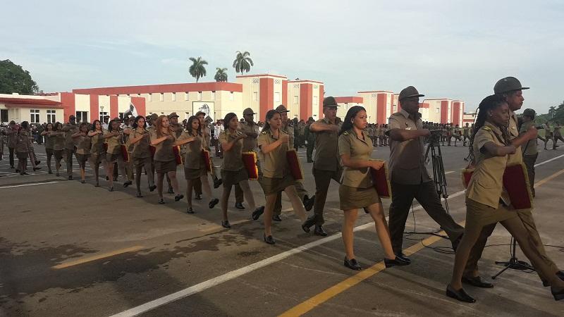 Gradúan nuevos oficiales para la defensa del país