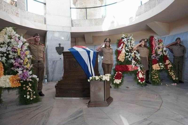 Honran a José Martí en Santiago de Cuba