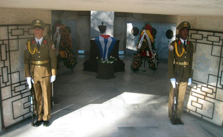 http://www.radiorebelde.cu/images/images/cuba/cuba-2/homenaje-santiago-2-diciembre-2.jpg