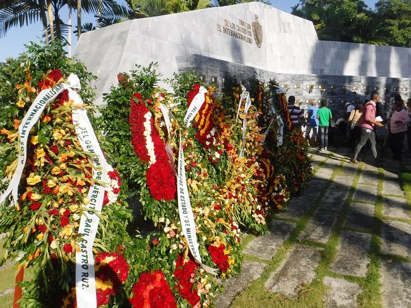 Homenaje de Raúl y Díaz-Canel a los caídos en defensa de la Patria