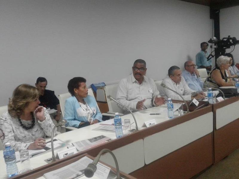 Reciben diputados cubanos información del quehacer judicial
