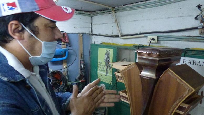 José Ernesto Aguilera Reina, fabricante de lujo de humidores cubanos