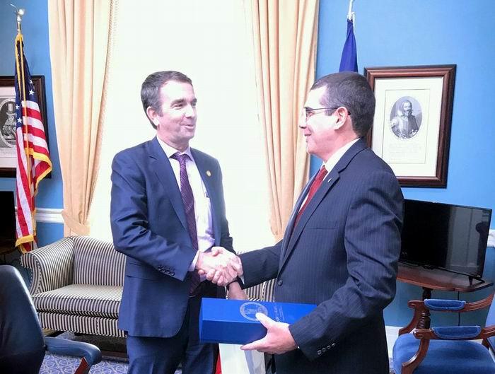 Dialoga Embajador cubano en Estados Unidos con autoridades de Virginia