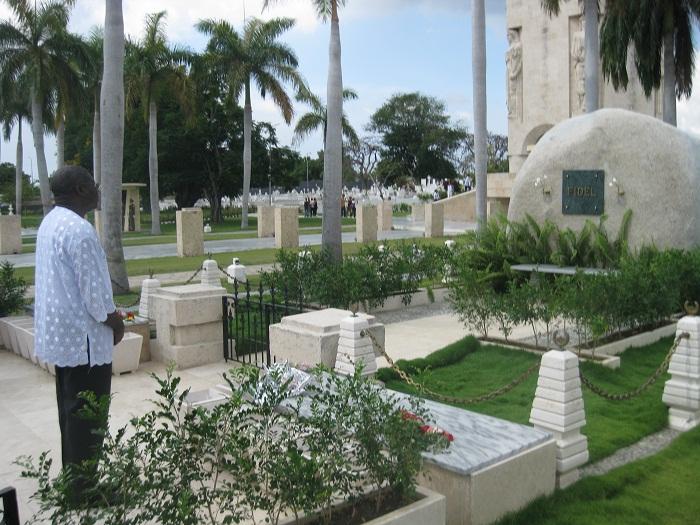 Rinde honores a Fidel y Martí vicepresidente de la OUA