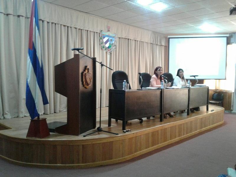 Tamara Valido Benitez (I), Presidenta del Gobierno en Mayabeque insta a laborar con eficiencia y al servicio del pueblo
