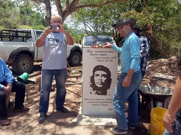 Médico de Cienfuegos lleva a educadores historias del Che en Bolivia (+Audio)